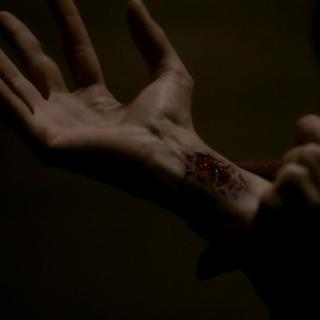 Klaus bites Katherine