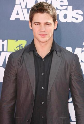 File:Steven-r-mcqueen-2011-mtv-movie-awards-02.jpg