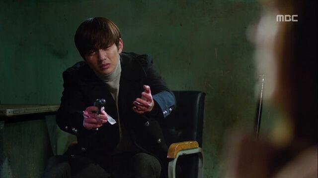 File:Hyungjooninsane2.jpg