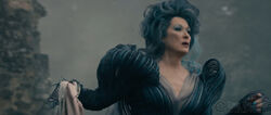 Into-the-woods-movie-screenshot-meryl-streep-witch-young-2