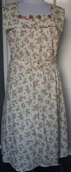 Creampink rosebud dress f