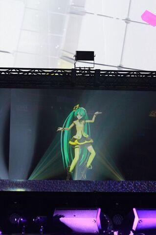 File:Magical Mirai 2014 Weekender Girl.jpg