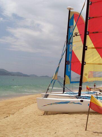 File:Nha Trang beach-5078.jpg