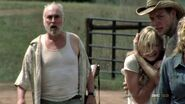 The-walking-dead-2x07-beth-dale-jimmy-cap-22 mid