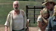 The-walking-dead-2x07-beth-dale-jimmy-cap-22 mid