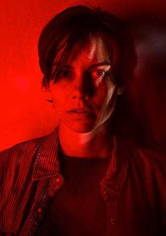 File:The-walking-dead-season-7-maggie-cohan-red-portrait-658.jpg