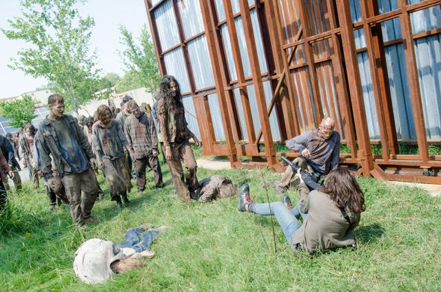 File:AMC 608 Maggie Shooting Walkers.png