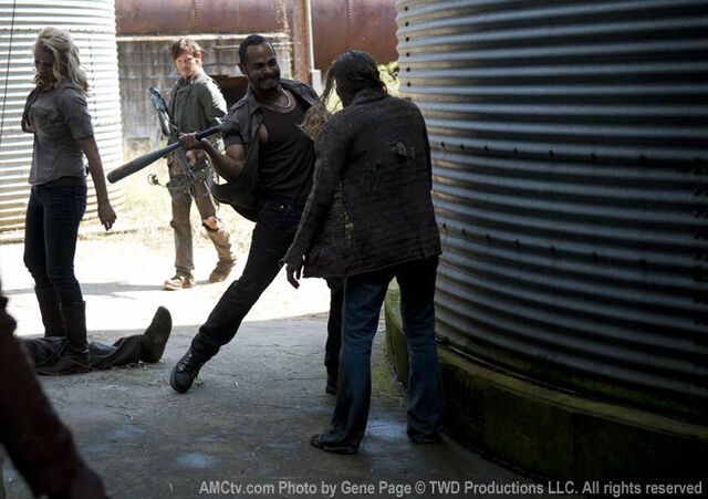 File:Review-the-walking-dead-3-13-arrow-on-the-doorpost3.jpg