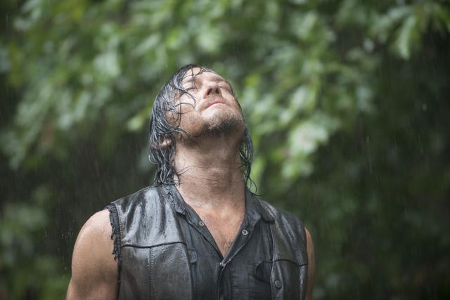 File:AMC 510 Daryl Rain.png