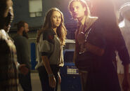 Fear-the-walking-dead-season-1-gallery-alicia-carey-frank-dillane-935-1