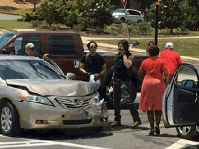 File:TWD StevenYeun&NormanReedus-Car Accident.jpg