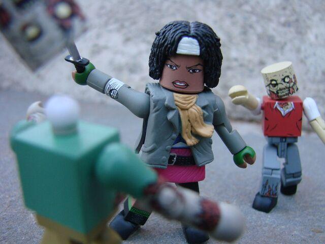 File:Walking-Dead-Mini-Amazon-03.jpg