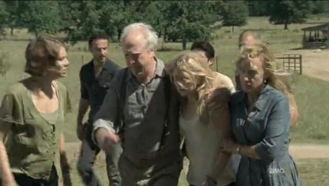 File:Beth being carried by her dad and Patricia.JPG