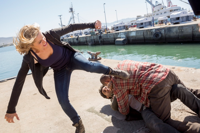 File:FTWD Captive Madison Fighting.png