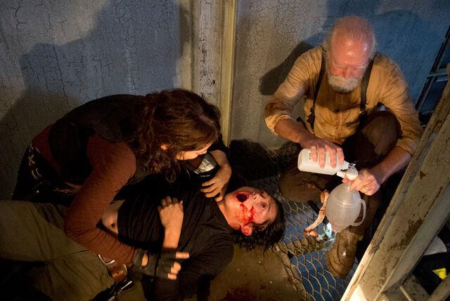 File:The-Walking-Dead-405-internment.jpg