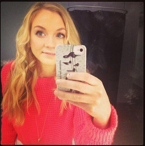 File:Emily so very cute selfie like an angel.JPG