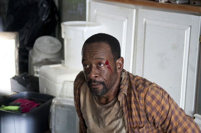 File:Walking-Dead-312-bts-a.jpg