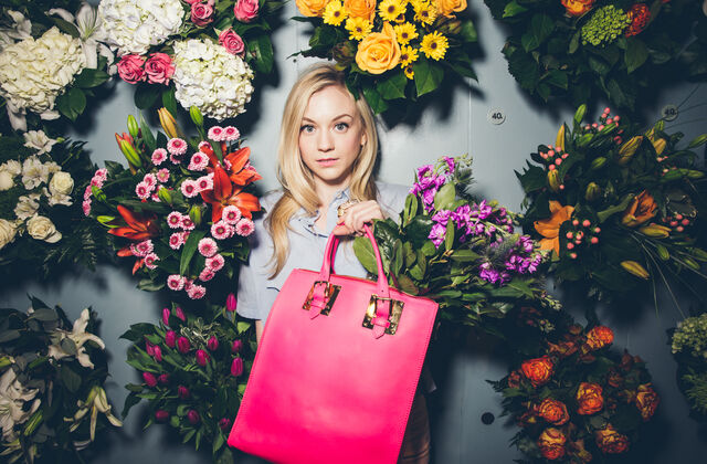 File:Emily with pink handbag and surrounded by flowers shes so beautiful OMG.jpg