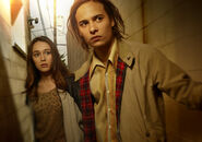 Fear-the-walking-dead-season-1-gallery-alicia-carey-frank-dillane-935