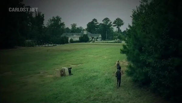 File:Beth and Daryl walking to the Counrty Club!.jpg
