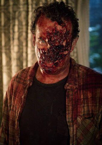 File:Peter Dawson zombie 1x03.jpg