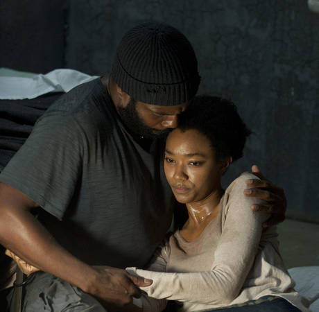 File:Tyreese and Sasha 4x05.jpg