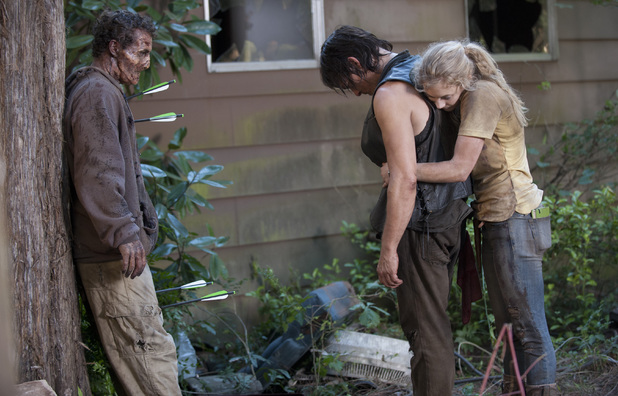 File:Beth hugging Daryl in Still ♥.jpg