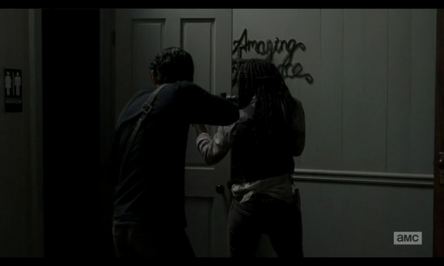 File:5x02 Glenn & Michonne.png
