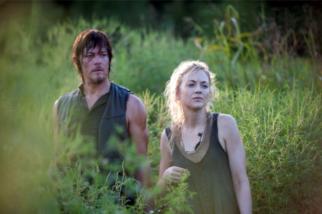 File:Inmates Daryl and Beth.png
