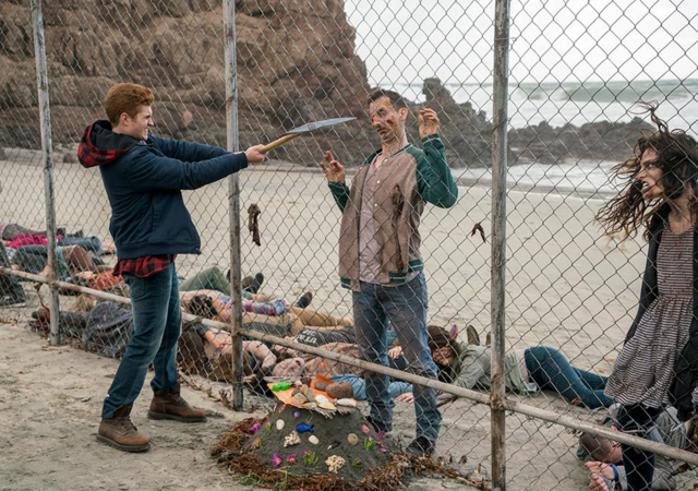 File:FTWD 202 Seth Dispatches Walkers.png