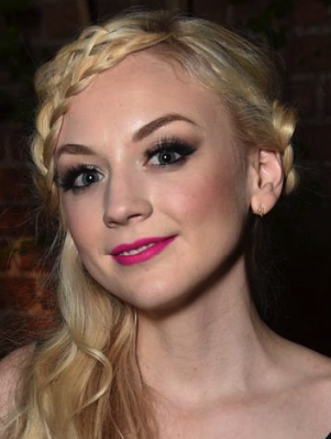 File:Emily Kinney (2).png