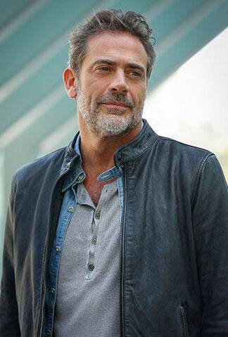 File:Extant-season-2-jeffrey-dean-morgan-interview.jpg