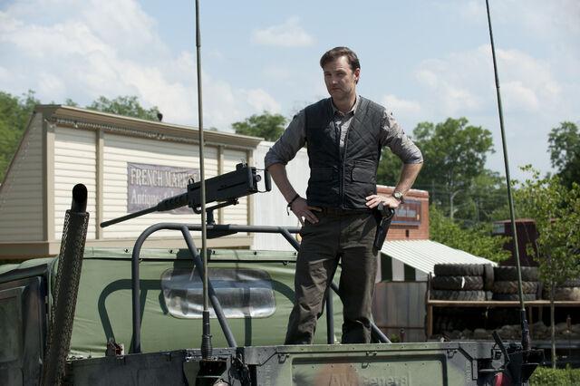 File:4-Walking-Dead-S3-TWD GP 303 0607 0301.jpg