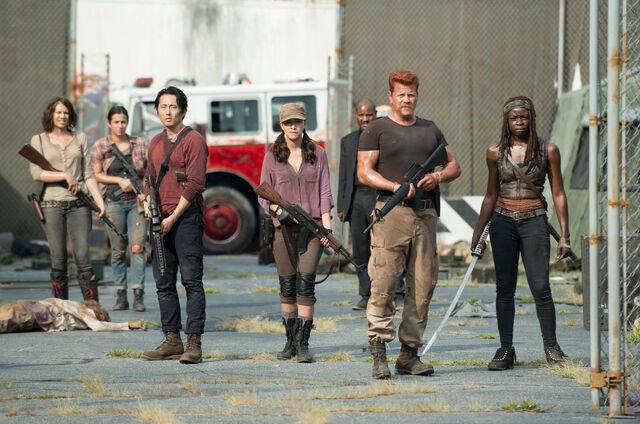 File:Grupo-the-walking-dead-5-temporada-coda.jpg