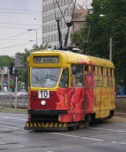 Aleja Niepodleglosci (tramwaj 10).JPG