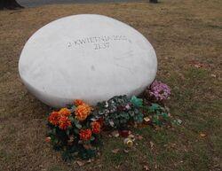 Aleja Jana Pawła II (kamień pamiątkowy).JPG