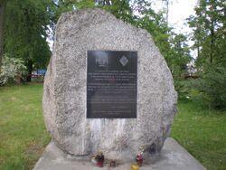 Cmentarz Wilanowski (Przyczółkowa, kamień).JPG