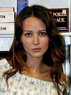Amy Acker Santa Barbara signing headshot