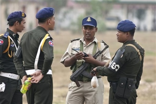 File:CambodianSecurityForce3-31-2009.jpg