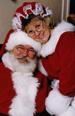 File:MrMrsClaus2.jpg