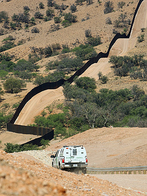 File:BorderFence.jpg
