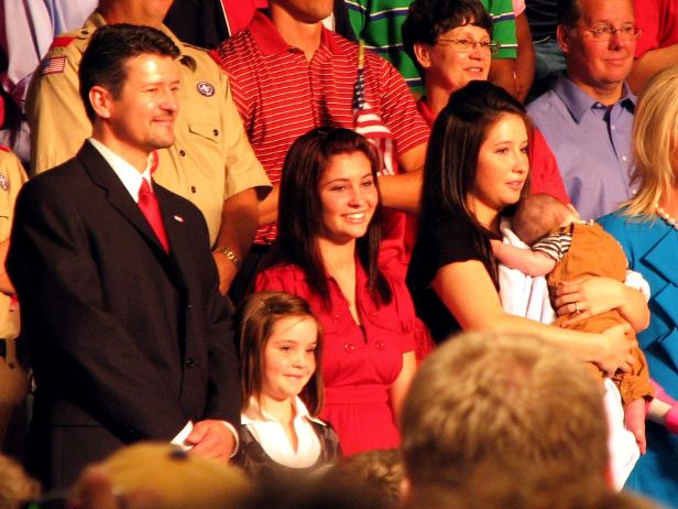 File:ToddPalinFamily08-29-2008Cropped2.jpg