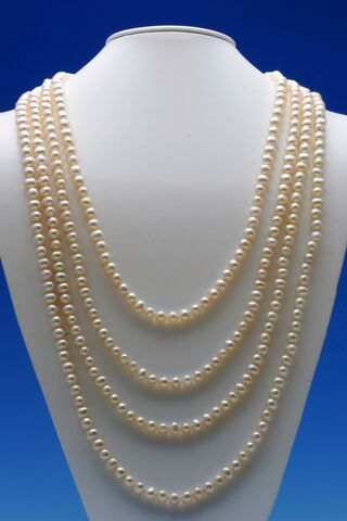 File:PearlNecklace.jpg