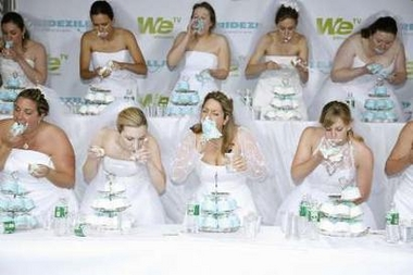 File:CakeEatingBrides.jpg