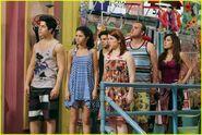 Selena-gomez-zelzar-beach-day-20