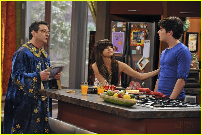 File:Selena gomez wizards of waverly place season four wizard of the year episode still HLwG1DG.sized.jpg