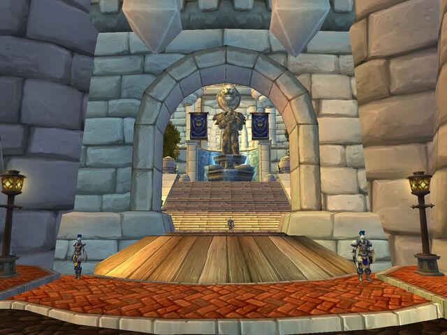 Datei:Eingang von Burg Sturmwind.jpg