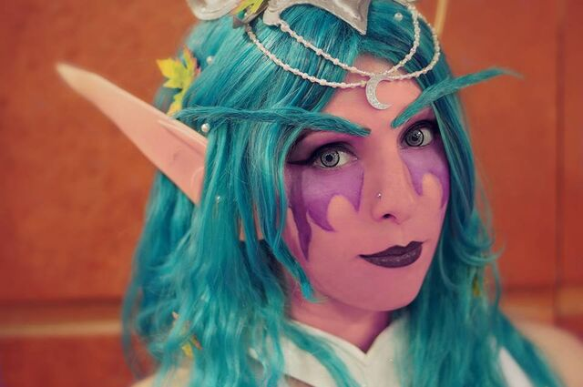 Datei:Tyrande whisperwind cosplay by lucy 3 by lucywindrunner-d67ev9p.jpg