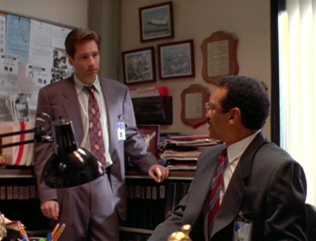 File:Reggie Purdue and Fox Mulder (1993).jpg