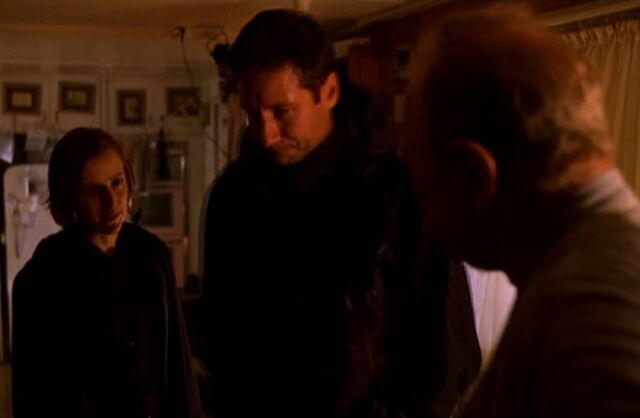 File:Arthur Dales with Fox Mulder and Dana Scully.jpg